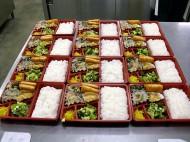 作りたてのお弁当を製造・配達しています。
